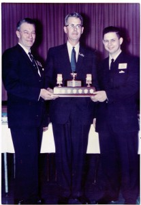 Noel Eaton VE3CJ presenting the Keith Russell Memorial Trophy to SARC President Bill Cate VE3CLT (now VE3HR) and Lee Jennings VE3OE (now ZL2AL)